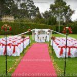 ceremonia de matrimonio campestre rojo