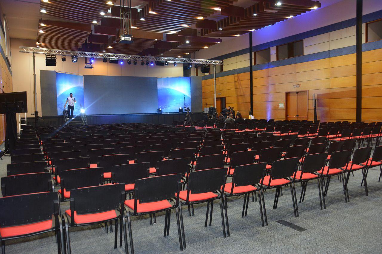 alquiler pantalla led gran formato para auditorios y centro de convenciones btl, activacion de marca